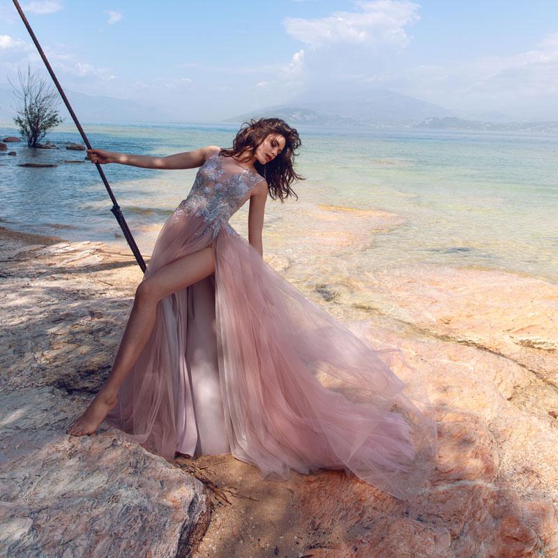 Цветное свадебное платье